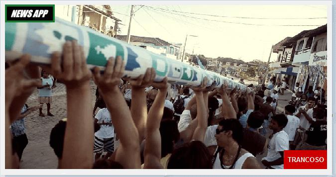 pessoas de braços erguidosSão Brás é festejado em Trancoso